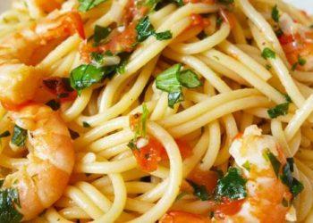 Spaghettis-aux-crevettes-à-lail