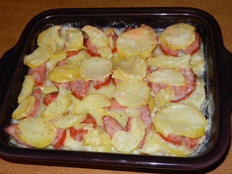 Gratin de pommes de terres à la saucisse morteau et à la cancoillotte