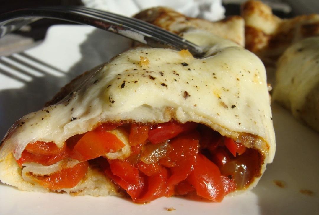 Crêpes gratinées aux poivrons et mozzarella