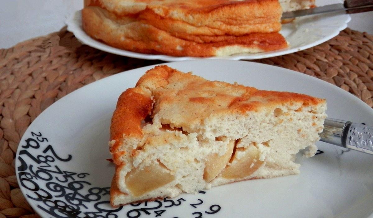 Gâteau mousseux au fromage blanc et aux Pommes