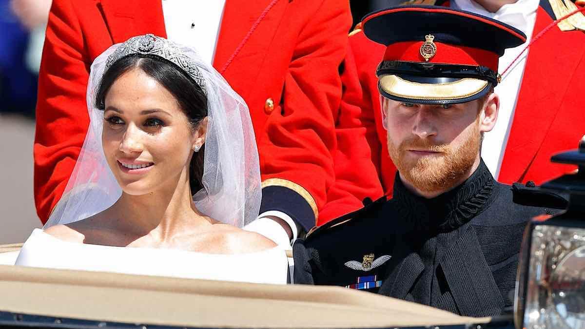 Meghan Markle insultée par la reine Harry furieux il ne signera pas le contrat de mariage
