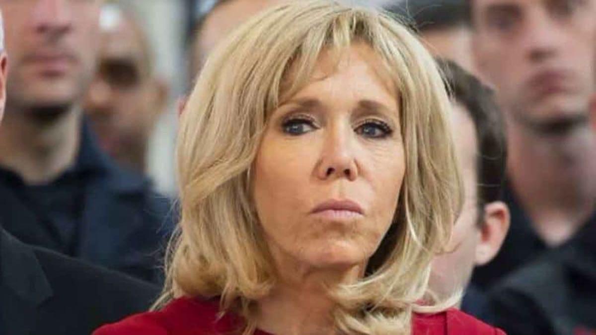 Brigitte Macron contrariée ça s'agite à l'Élysée