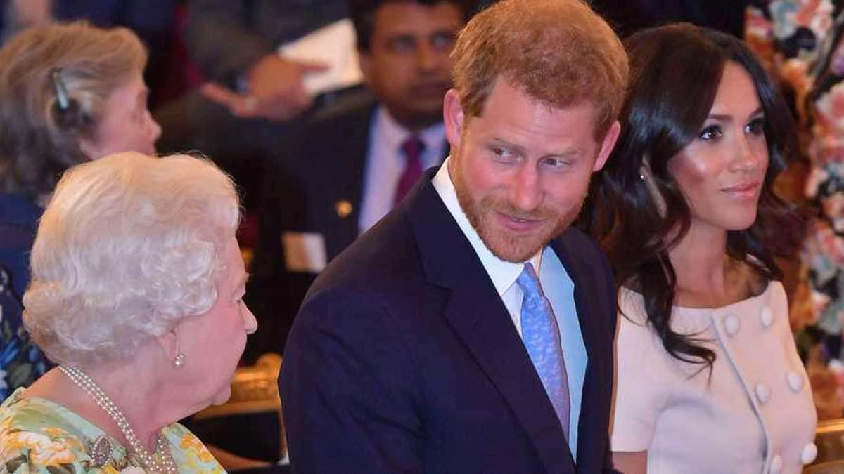 Meghan Markle et Harry scrutés à la loupe par la reine. Le duc semble au courant.