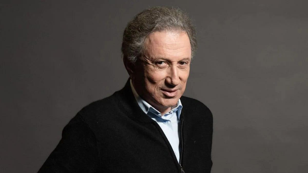 Michel Drucker : le présentateur mythique de Vivement Dimanche a subi une intervention chirurgicale cardiaque.