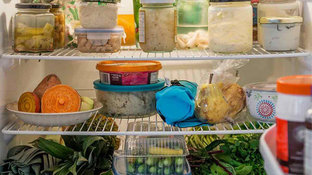 Nettoyage frigidaire : 9 astuces efficaces pour le rendre totalement propre !